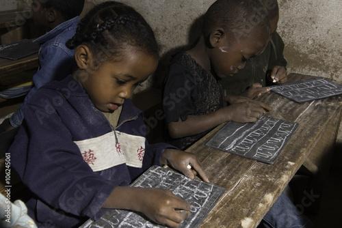 Fotobehang Overige enfant ardoise Madagascar