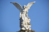 Escultura en mármol del Ángel Guardián