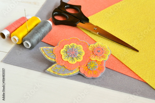 Floral felt brooch, handmade crafts. Felt sheets, scissors, thread, needle - sewing set