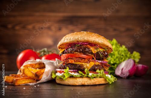 Fototapety, obrazy : Fresh home-made hamburger served on wood
