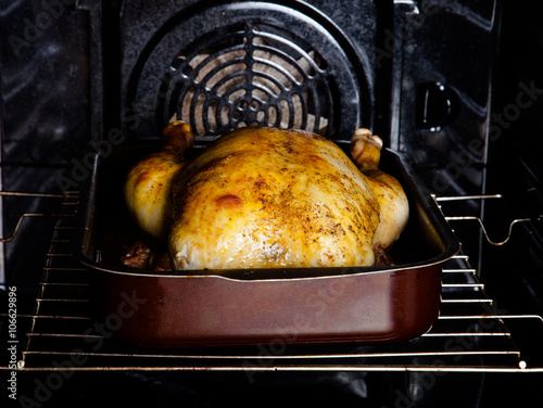 Poster Roasted chicken in the oven. Selective Focus