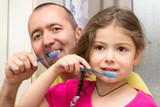 Zusammen Zähne putzen