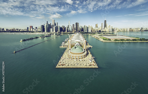 Fotobehang Chicago Chicago Skyline aerial view with Navy Pier