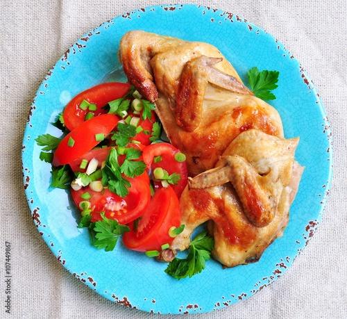 Жареная курицы с луком и помидорами
