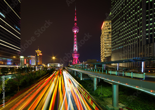Foto op Aluminium Shanghai Night view of Century Avenue and the Oriental Pearl Tower