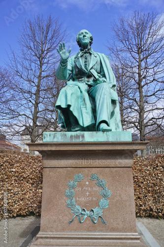 Poster statue de l'écrivain danois Andersen à Copenhague