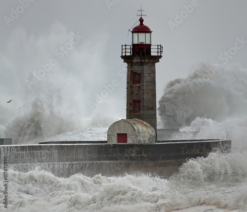 Old lighthouse under heavy storm - 107673890