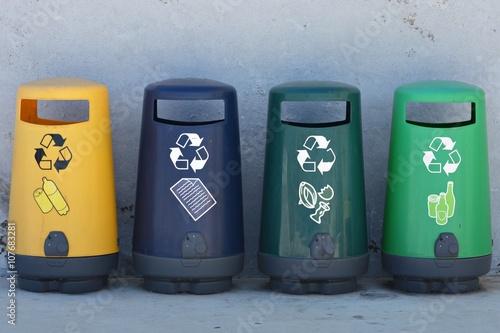 Papeleras de reciclaje Poster