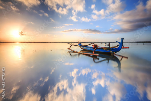 Tuinposter Bali morning sun in Bali, Indonesia. Traditional fishing boats at Sanur beach