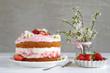 Leinwanddruck Bild - Erdbeertorte mit Frischkäsecreme und Sahne