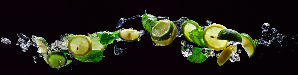 lime and lemon pieces with peppermint © Igor Normann