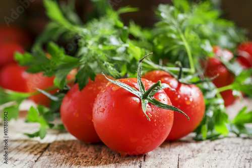 Aluminium Kersen Wet red tomatoes, herbs, close-up shot, shallow depth of field,