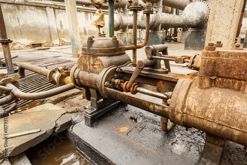 przemyslowe-zawory-rurowe-system-sterowania-w-starej-hucie-stali
