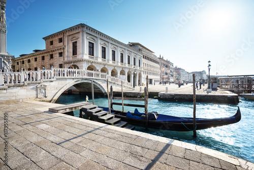 tradycyjna-gondola-na-canal-grande-san-marco-wenecja-wlochy