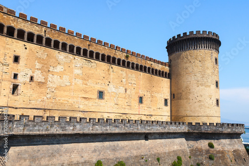 Spoed canvasdoek 2cm dik Napels Tower and wall of the Castel Nouvo in Naples