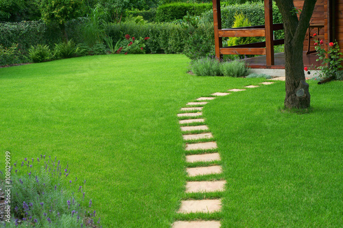 Papiers peints Herbe Beautiful lawn and path