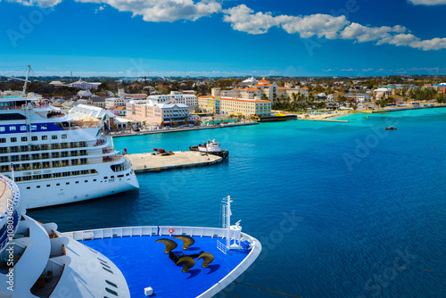 Leinwanddruck Bild Cruise ship docked in Nassau Bahamas