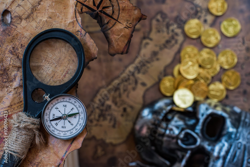 Papiers peints Navire Pirate and gold with old map