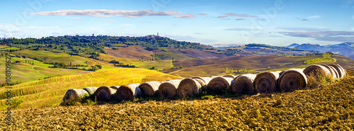 mata magnetyczna wonderful autumn landscape of Tuscan fields