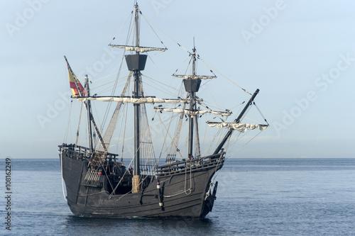 Naklejka Nao Victoria navegando por la costa