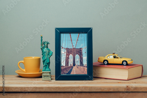 Keuken foto achterwand New York TAXI Travel to New York, USA concept with poster mock up template and souvenirs on wooden table
