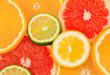 Scheiben von Früchten. Orangen und Zitronen enthalten wie viele andere Obst und Gemüse viele Vitamine