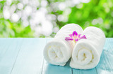 Fototapety White towels roll with purple orchid flower