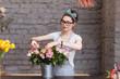 Obrazy na płótnie, fototapety, zdjęcia, fotoobrazy drukowane : Beautiful woman florist arranging roses in bucket