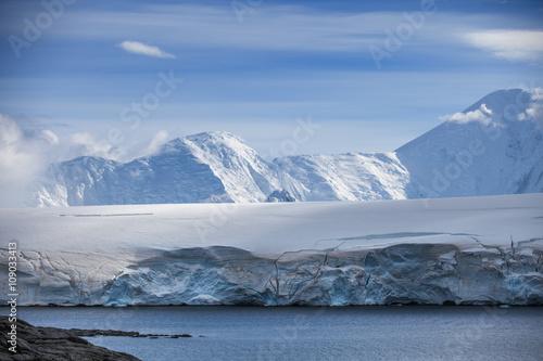 Fotobehang Antarctica Coast of Antarctica with centuries-old thicknesses off glaciers