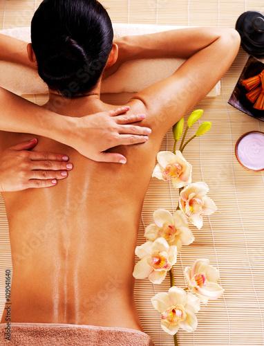 Obraz na Szkle Adult woman in spa salon having body massage.