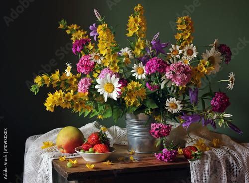 Zdjęcia na płótnie, fototapety, obrazy : Still life with a summer bouquet and fruits.