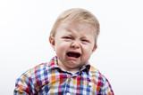 Bebé rubio llorando