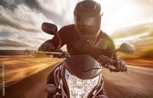 Poster Motorrad auf Landstraße bei Sonnenschein