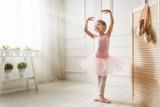 Fototapety girl in a pink tutu