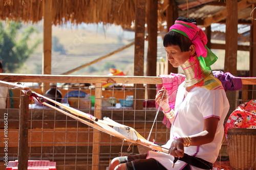 Traditionelle Padaung Frau aus Myanmar Poster