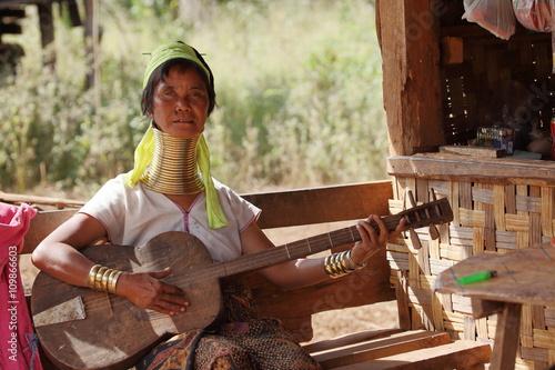Poster Traditionelle Padaung Frau aus Myanmar