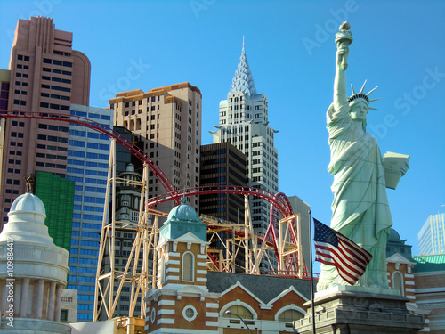 Poster Las Vegas New York, NY hotel and casino with Stature of Liberty