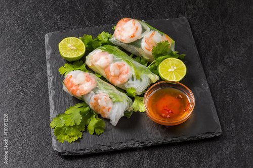 Plagát ベトナム風生春巻き  Salad spring roll of Asian wind prawns