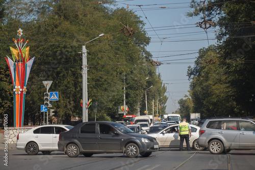Foto op Aluminium Beijing Road traffic controller regulates traffic on crossroads with broken traffic lights