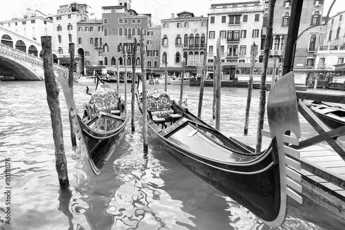 Fototapeta Gondolas near Realto bridge