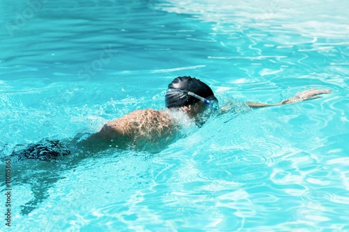 Poster, Tablou Fit swimmer doing the front crawl