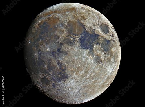 Mineral Moon in growing phase. Taken by telescope.  Luna Minerale nella sua fase crescente. Scattata attraverso il telescopio.
