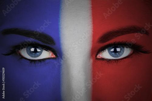 Poster Drapeau de la France peint sur le visage d'une femme