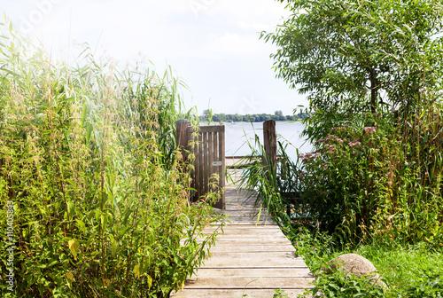 Fototapeta idyllischer Bootssteg am Schaalsee