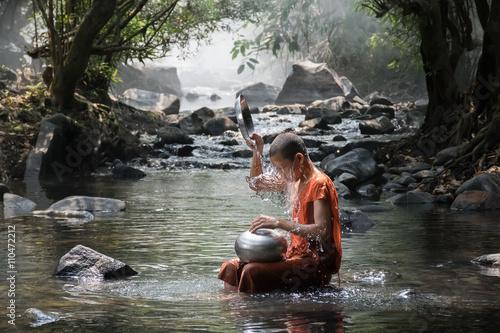 Staande foto Boeddha Monk take a bath