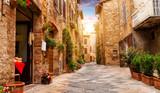 Kolorowa ulica w Pienza, Tuscany, Włochy