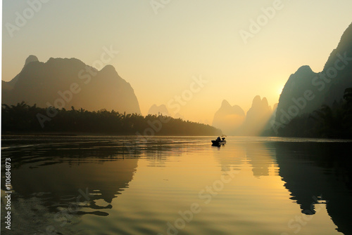 Staande foto Guilin Sunrise at Li River, Xingping, Guilin, China. Xingping is a town in North Guangxi, China. It is 27 kilometers upstream from Yangshuo on the Li River