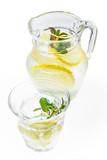 冷たいレモン水  Water of the cold lemon
