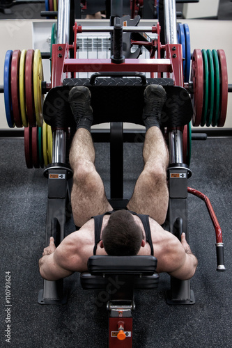 Fototapeta Photo bodybuilder with a beard in the gym