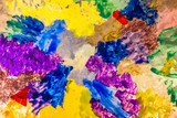 Bunte Farbklekse werden zur Malerei